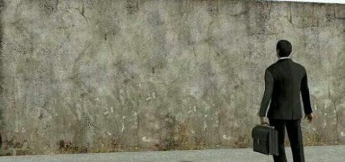 立ちはだかる壁